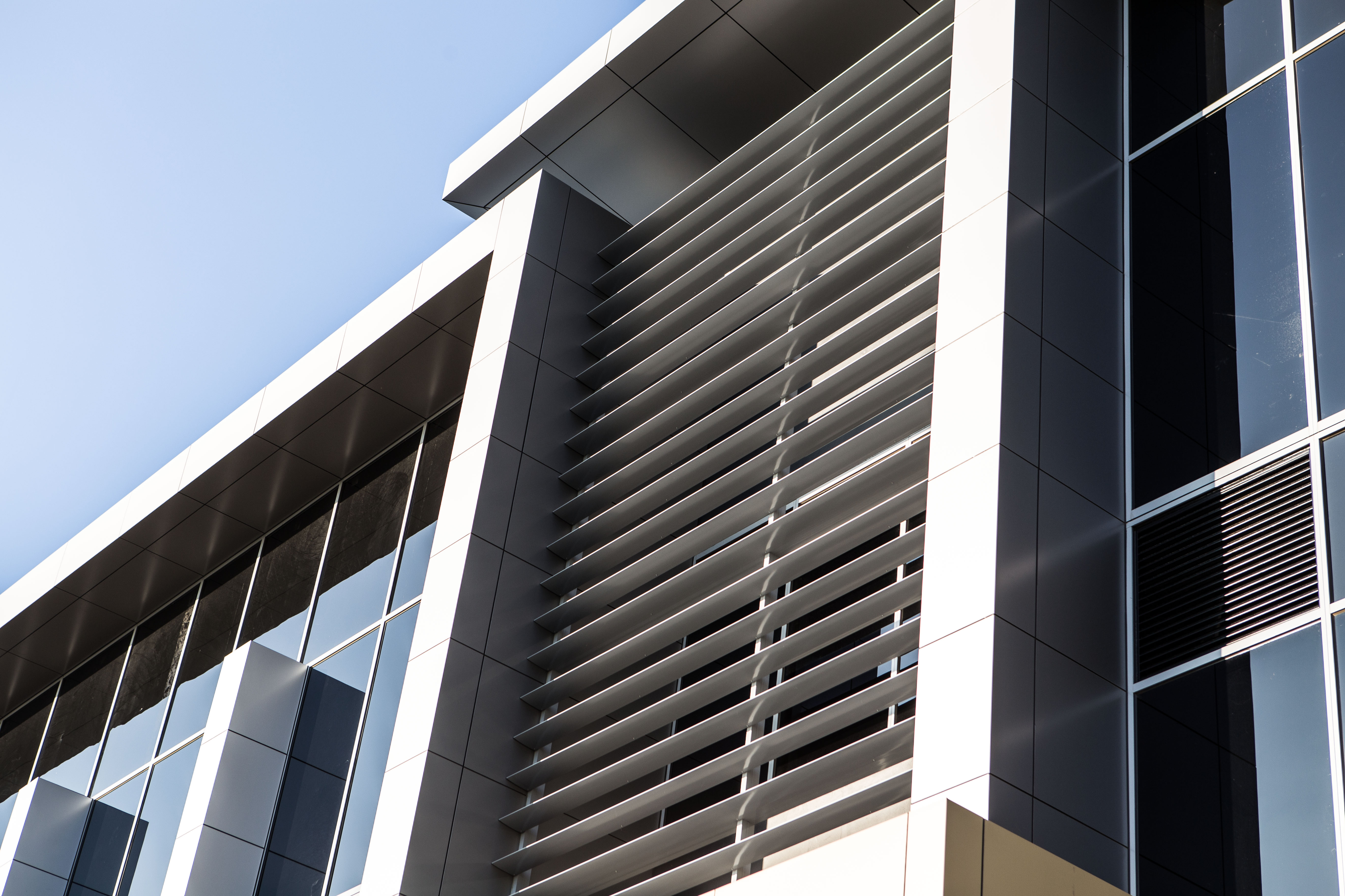 Architectural Glazing Systems : Max™ the stand out feature on victor crescent edge
