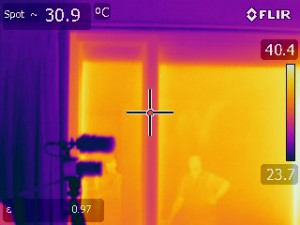 Thermal imaging camera showing temperature transfer outside to inside through thermally broken U-MAX™ sliding door.
